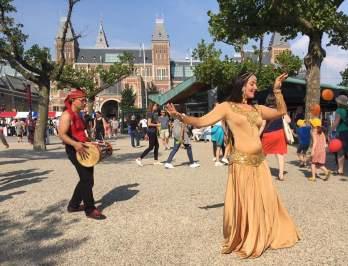 Raniya danst Mata Hari Uitmarkt Amsterdam in opdracht van Uigeverij De Arbeiderspers